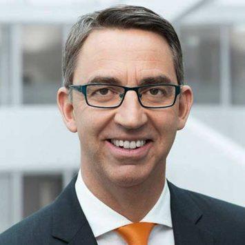 Dr-Till-Reuter-w