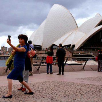 Tourists-w